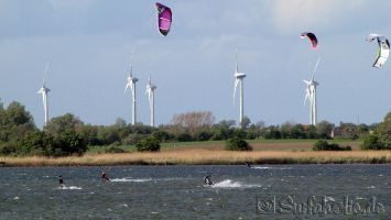 Fehmarn, kitesurfen in Lemkerhafen