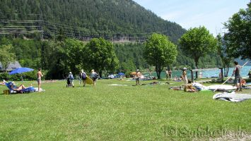 Walchensee, Windsurfer und Familien stürmen den Windsurfspot Wiese