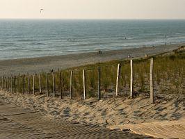 Strand von Lacanau, Wellenreiten in der Dämmerung