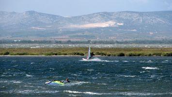Ile des Pêcheurs, surfen bei Tramontane, Barcarès, Etang de Leucate
