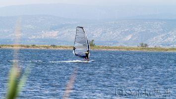 Windsurfen bei Tramontane vor der Ile des Pêcheurs, Leucate