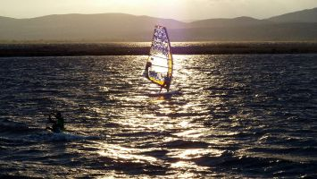 Leucate, Ile des Pêcheurs, Windsurfen in der Abenddämmerung - endlich Wind