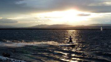 Leucate, Ile des Pêcheurs, Kitesurfen in der Abenddämmerung