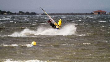 Ile des Pecheurs, Etang de Leucate, windsurfen bei Tramontane 7-9 bft
