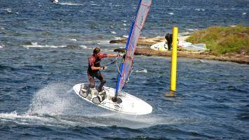 Ile des Pêcheurs, Surflehrer am freestylen