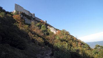 Château de Peyrepertuse, Wanderweg zum Eingang
