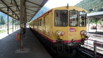 Le petit train jaune (der kleine gelbe Zug)