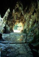 Park in Séte mit kleiner Grotte