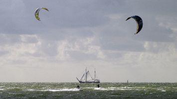 Hindeloopen - Segler und Kiter