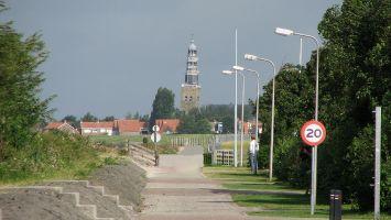 Hindeloopen, das Bild ist gerade - der Turm ist schief!