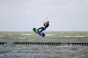 Kitesurfen auf dem Ijsselmeer bei Hindeloopen