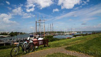 Makkum, Segelschiffe auf dem Ijsselmeer