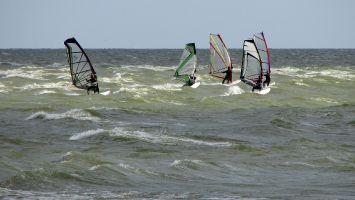 W 6-7 bft erzeugen schöne Wellen in Stavoren