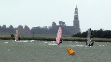 Workum, windsurfen im stehtiefen Flachwasser