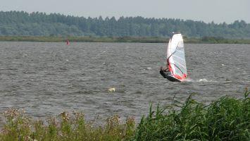 Windsurfen auf dem Lauwersmeer / Friesland / Holland.