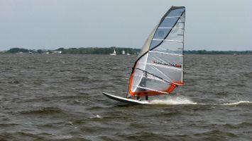 Windsurfen auf dem Lauwersmeer / Niederlande.