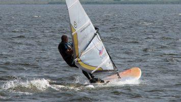 Windsurfen auf dem Lauwersmeer.Starboard Isonic & NP V8