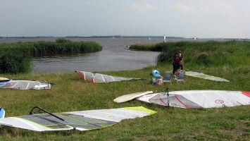 Zugang zum surfen auf dem Lauwersmeer / Friesland / Holland.