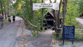 Fahradtour von Petten Richtung Bergen, Café im Wald