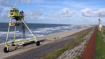 Nordseedeich bei Petten, Rettungsfahrzeug(?)