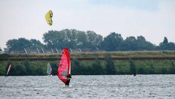 Kitesurfen in Roermond, Ool, Oolderplas