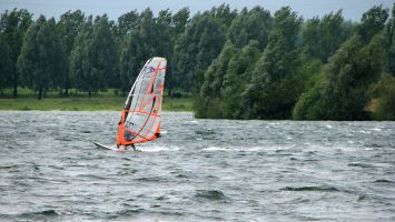 Windsurfen in Roermond, Ool, Oolderplas