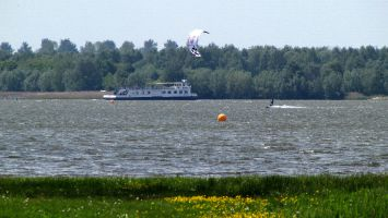Harderwijk Windsurfen Kitesurfen, Fähre