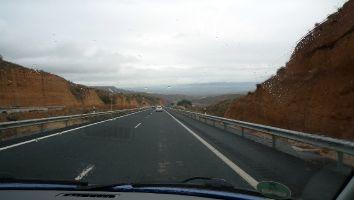 Abwechslungsreiche Landschaft auf den Weg nach Tarifa, Andalusien, Spanien