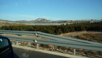 Eindruck von der Fahrt entlang der spanischen Küste. Orangen und Madarinen bei Valencia