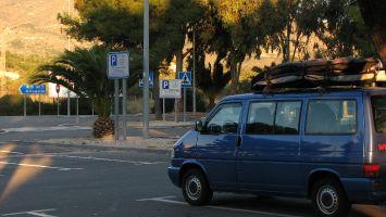 Erste warme Sonnenstrahlen im Dezember, nach einer kühlen Nacht, Andalusien
