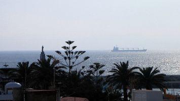 Blick von der Dachterasse auf die Straße von Gibraltar