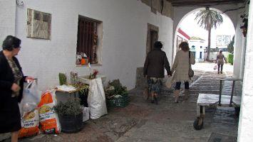 Händler neben der Markthalle in Tarifa