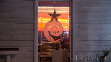 Tarifa, Cafe Chiringuito mit (Durch-) Blick auf Meer