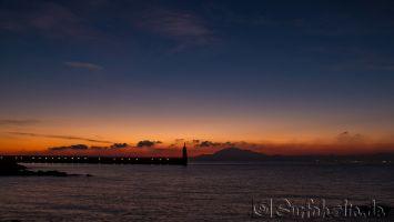 Tarifa, Sonnenaufgang über der Straße von Gibraltar und Marokko